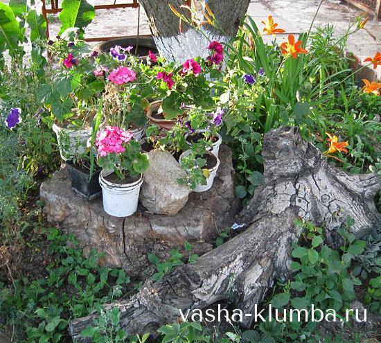 Оригинальный садовый декор пня